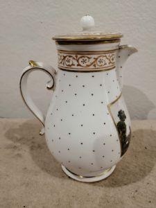 Pot à lait en porcelaine Capodimonte '700 avec de petites imperfections sur le bec