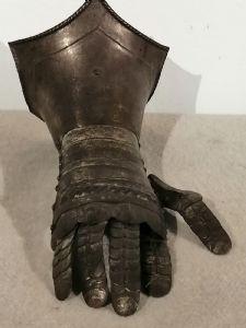 Armure d'avant-bras (vambrace) des années 1800