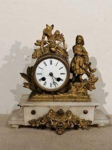 Pendule en antimoine du XIXe siècle