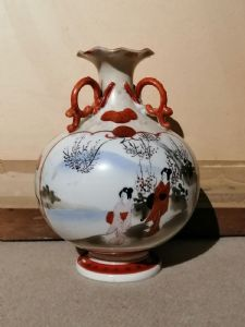 Vase japonais du 19ème siècle en céramique peinte