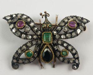 en forme de papillon d'or et de broche en argent avec des diamants, émeraudes, rubis et saphir. 900 premiers