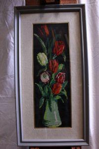 Quadro représentant des fleurs avec needlepoint vase cadre et le verre 18 x 49