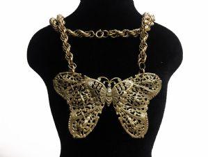 Collier avec papillon