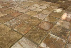 Pavimento quadrato in cotto antico 20 x 20 cm