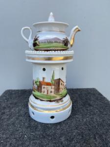 Théière en porcelaine de Veilleuse décorée de paysages et d'architecture. France