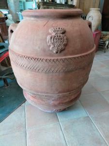 Importante jarre en terre cuite aux armoiries nobles et datée 1834, Impruneta