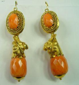 Boucles d'oreilles or avec corail
