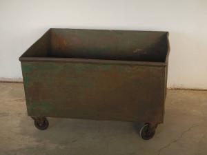 conteneur industriel à roulettes des années 50