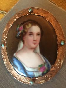 Broche du XIXe siècle en or, turquoise et porcelaine peinte