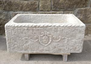 Lavandino con stemma araldico - 79 x 46 cm - Marmo Biancone di Asiago - Venezia