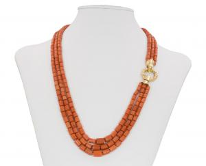 Collier baril de corail avec susta en or 18 carats