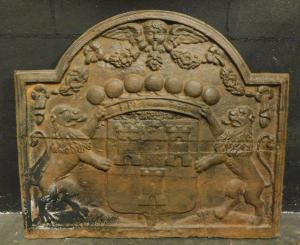 p21 - plaque en fonte avec lions et armoiries, taille cm 80 xh 68