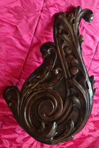 Belle frise en cuivre art déco utilisée comme support de lampe