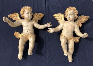 paire de grands anges en bois sculpté, doré et peint en polychrome
