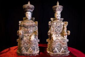 Paire de dignitaires en ivoire. Japon Sec XIX