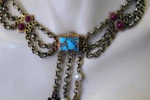 Tour de cou avec turquoise et rubis