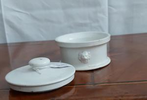 Boîte en porcelaine de France, fin du 19e siècle