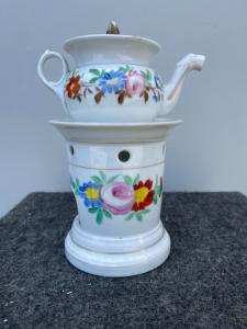 Théière veilleuse en porcelaine décorée de motifs floraux France