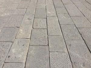 Antico lastricato in pietra arenaria