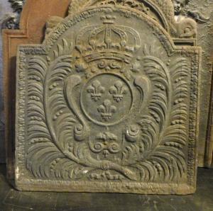p229 - plaque en fonte avec armoiries et couronne, XVIIIe siècle, taille cm 56 xh 58