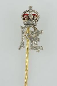 Broche en or et diamants avec initiales