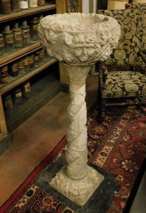 dars415 - bénitier en pierre, Louis XIII, cm l 50 xh 137 x d. 50