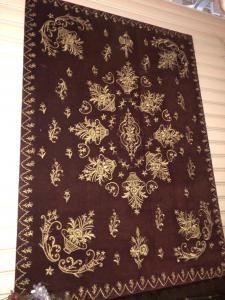 Panneau également adapté à la tête de lit brodé à la main avec du fil d'or