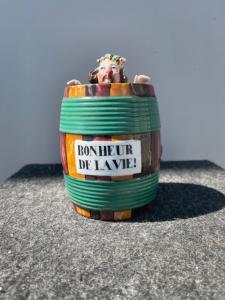 Boîte à tabac représentant un personnage baigné dans un tonneau. France