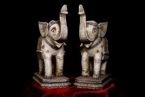 Paire d'éléphants en ivoire. Japon Sec XIX