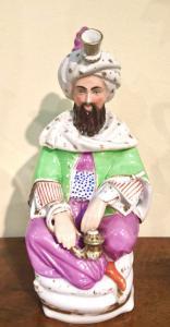 Veilleuse tisaniera in porcellana raffigurante un sultano.Modello di Jacob Petit.Francia.