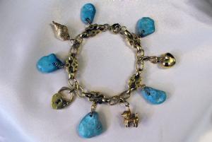 Bracelet avec des pierres turquoises