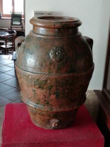 Pot en terre cuite avec glaçure verte externe avec poignées et rosette au centre, Toscane, milieu du XIXe siècle