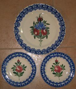 03 Assiettes Gabutti à décor floral.