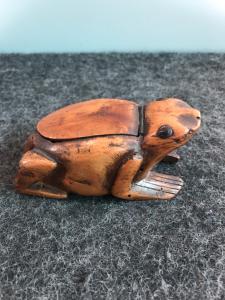 Buis buis représentant une grenouille.Europe