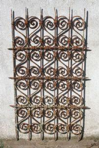 grille de fer ancienne. Période Louis XIV.