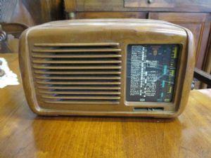 Petite radio de marque ancienne Minerva - 50/60 ans pour réviser - très beau