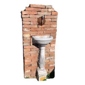 Piccola fontana a muro